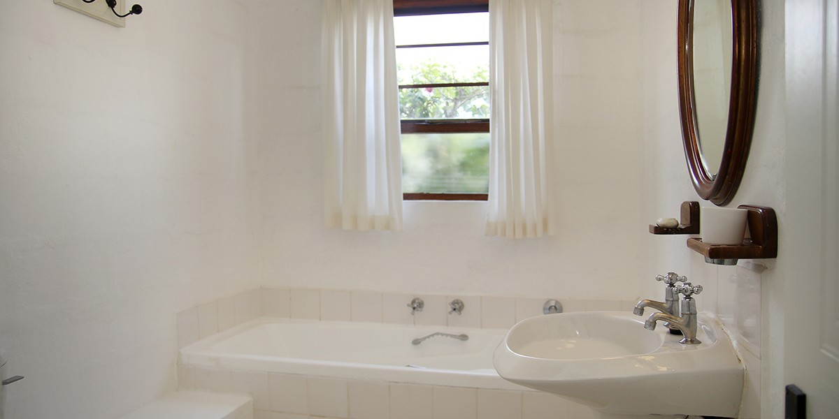Downstairs-ensuite-bathroom